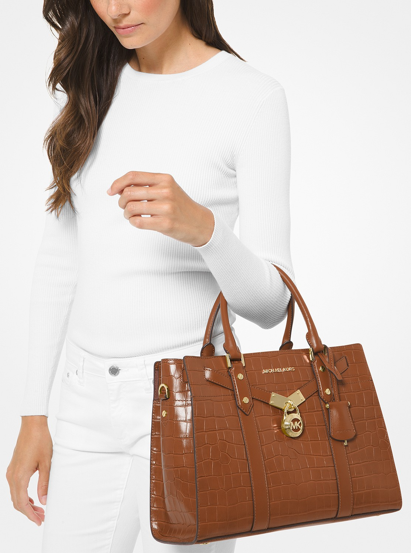 30代の女性に人気のマイケルコースのレディースバッグ
