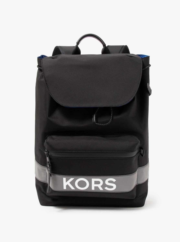 KORS x TECH KORSロゴ フラップ バックパック
